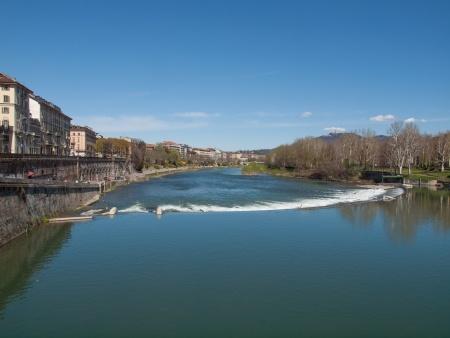 Fiume Po a Torino di Claudio Dovizia