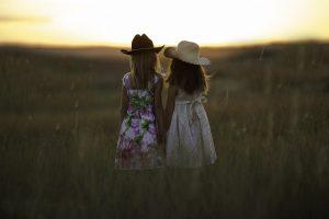 sisters-931151_1280